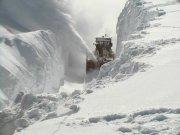 snowstormcleanup.jpg