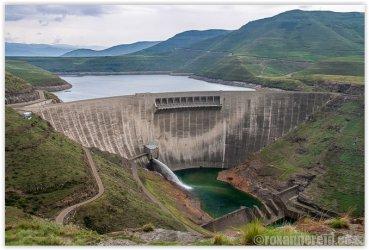 Katse Dam, spillway and reservoir.JPG