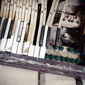 piano copy.jpg