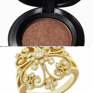 Coordinating Your Makeup With Your Accessories