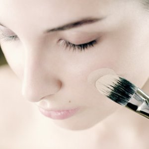 The Debate: Foundation or Eyeshadow First?