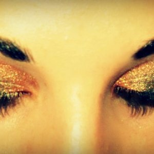 Gold smokey eye <3
