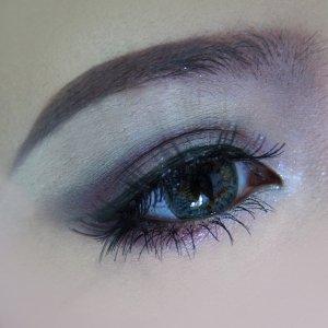 """Never stop dreaming"" <3  Makeup: - Naked Urban Decay eye shadow - Maroon eyeshadow  - Shu Uemura Silk Smooth eye glitter - Preciosa Lashes  www.faceb"