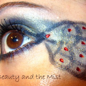 Eye makeup which reminds me of a peacock