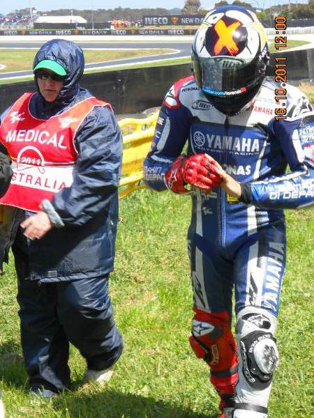 Lorenzo looking for his finger