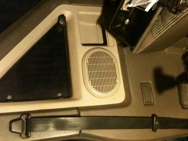 Terrano speaker pod