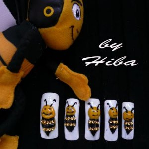 Bee nails...