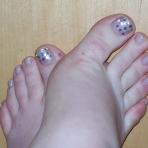 My toes Brisa gel shimmers with some dimond shaped glitter