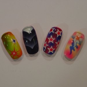 4 airbrushed pieces  4 AIRBRUSHED NAIL TRAINER NAILS