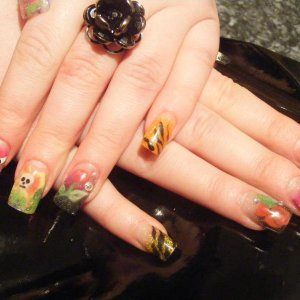 ed hardy style nails...inspired by gina silvestro and cathrine wong