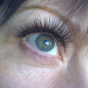 step 5: Express lashes between full on Mascara & Glamour look