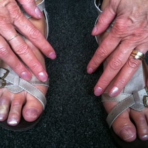 Gelish fingers & toes   Taffeta & silver sand