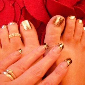 Silver lightening Minx Toes + Trendy Nail Wraps on fingers