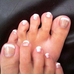 dashing diva toes ontop