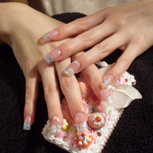 Young Nails Crushed Pearl & 3D Art.