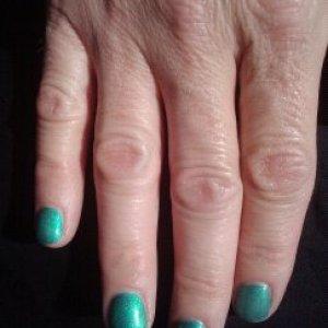 Shellac Hotski to Tchochke on natural nails.