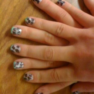 grey leopard print with green tips - sleepover child.