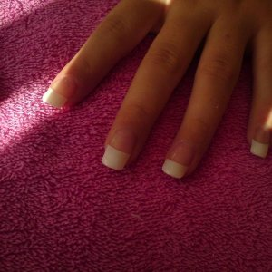 Middle finger tip is longer then the rest