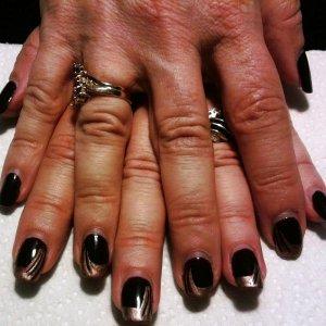 Three 1/2 weeks ware. Shellac Fedora and Ice cappuccino free hand nail art