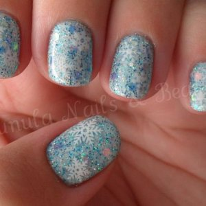 My 'Winter Wonderland' theme nails with Snowflakes! They are Gelish Sleek White with a mixture of 4. Yes 4 Glitters!!