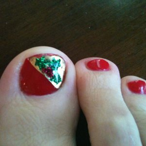 Christmas toes! Wildfire with gold leafing, and glitter paste holly... not sure why the leafing is already coming off at the edge, I made sure to cap it super well... :S