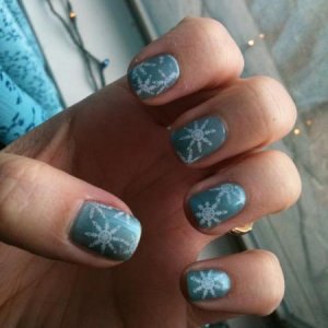 Hotske with Strawberry Smoothie over it, then white BundleMonster snowflakes... I LOVE this color, and you would never think that green with pink over it would make blue, but that's the magic of Shellac!