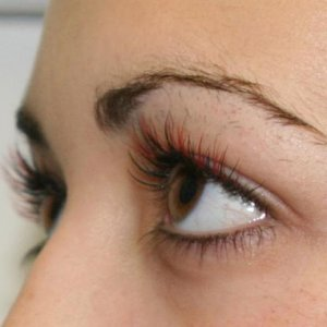 lashes with red side on