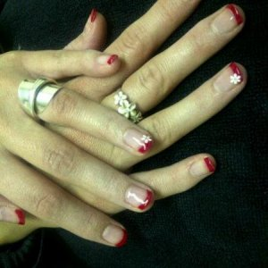 Shellac Hollywood Red Tips white flower  n