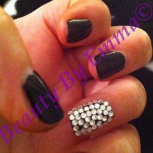 Shellac Blackpool with Swarovski Crystal Nail