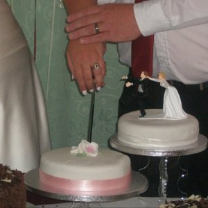 Louise cutting the cake closer up