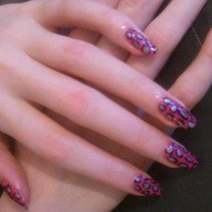 Shellac leopard nail art on natural nails