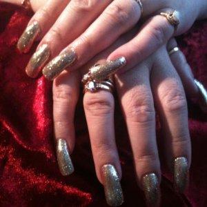 Rockstar -S2 Irresistible glitter in gold.