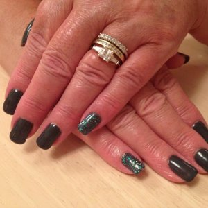 Mums nails - shellac with glitter