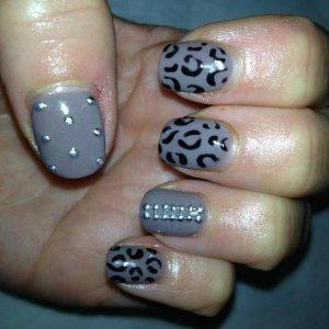 London fashion week inspired nails