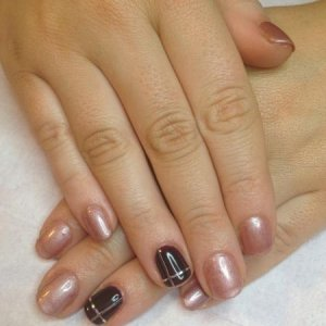 Gelish:  Glamour Queen Ring Finger Bellas Vampire & striping tape