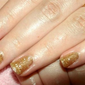 """Shellac in """"Tinsel Toast"""""""