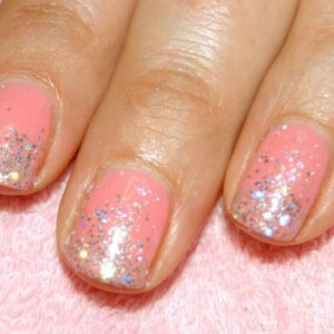 """Shellac in """"Gotcha"""" with 'VIP Silver Status"""" and Sparkling Silver Twinkle Additive fade."""