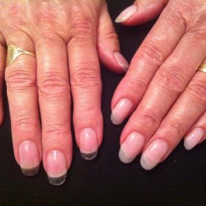 Day 15 L&P sculp & tip on left hand. Gel tipped on right