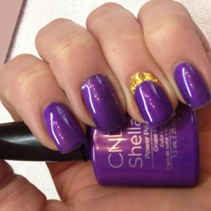 Shellac Grape Gum with Accent Ring Finger
