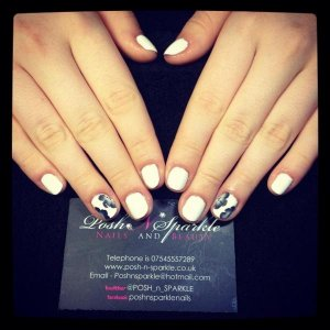 Vinylux in powder puff with once stroke nail art