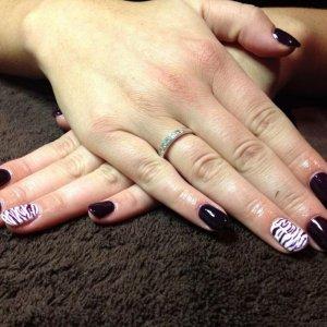 Gelish Diva with Zebra nail