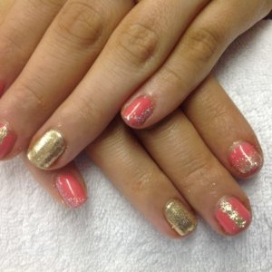 Gelish Passion with gold glitter