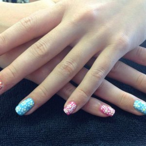 L&P enhancements with VINYLUX polish and daisy nail art
