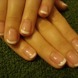 nno with glitter gel and french white gel