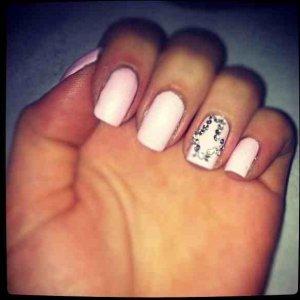 Diamanté cross accent nail