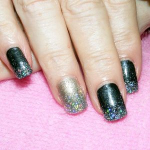 Shellac in Overtly Onyx with holographic silver fade. Feature nail in Steel Gaze.