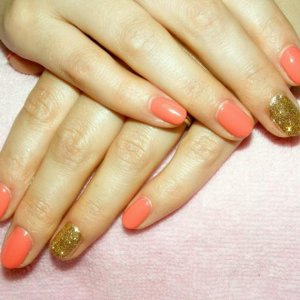 Shellac in Tropix with Antique Gold twinkle additive feature nails