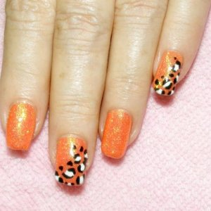 """Shellac in """"Tropix"""" with """"Lemon Sunshine"""" Twinkle Additive and hand painted leopard feature nails"""