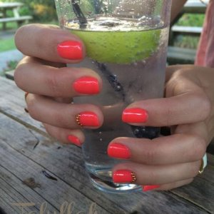 Cold drink, Hot nails!