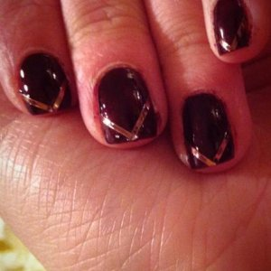 natural nails with stripers. Loved this look!